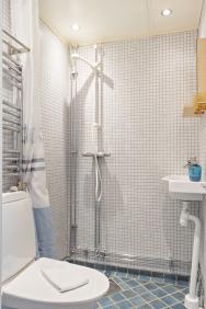 Ett av de enskilda badrummen i Lilla Gårdshuset